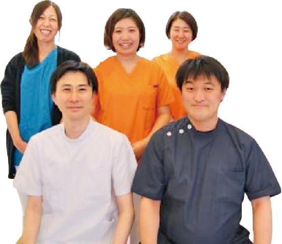 親しみやすい歯科医院を目指して、歯科医療にハート(愛情)を抱いたスタッフであるピア(仲間)が、全力で患者さんのお口の悩みを解消するお手伝いをさせていただいています。