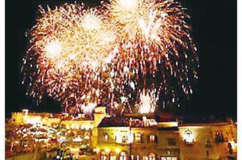 夏休みにはさらにたくさんのお客様でにぎわうマリーナシティ!お客様の旅の思い出を、あなたの笑顔で♪