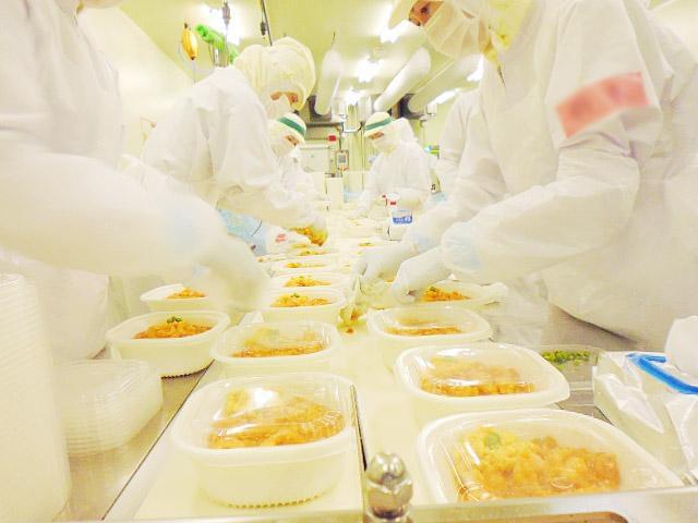 1年中安定収入で安心◎ セブンイレブン向けのお弁当やおにぎりを作っています。