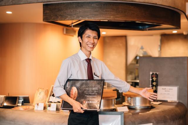 館長をはじめ、スタッフの明るい笑い声があふれる店内。 おいしい料理に囲まれながら、楽しく働けること間違いありません★