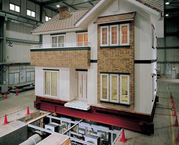 〜日本のすべての家を免震にしたい〜 その熱い気持ちが、一条スタッフの原動力。