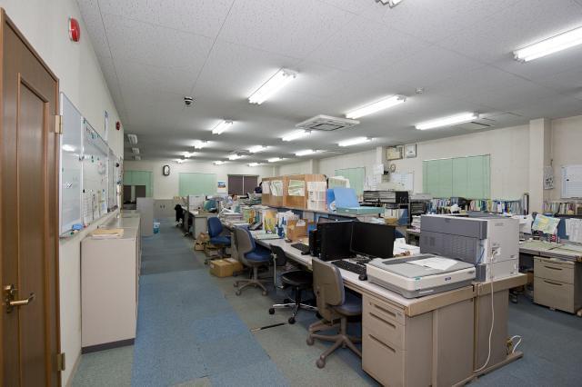 近鉄大阪線「久宝寺口」駅から徒歩5分。駅近で通勤もラクラクです。