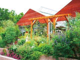 勤務先は光明寺近くの『ロビンガーデン』。花と緑が広がる約1000坪のガーデンセンターです。癒しの空間で働きませんか?