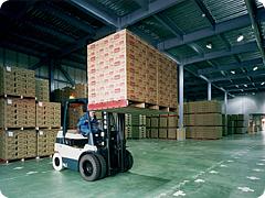 輸送から保管、荷役まで、トータル物流サービスを展開する当社。 あなたも私たちの一員になりませんか?