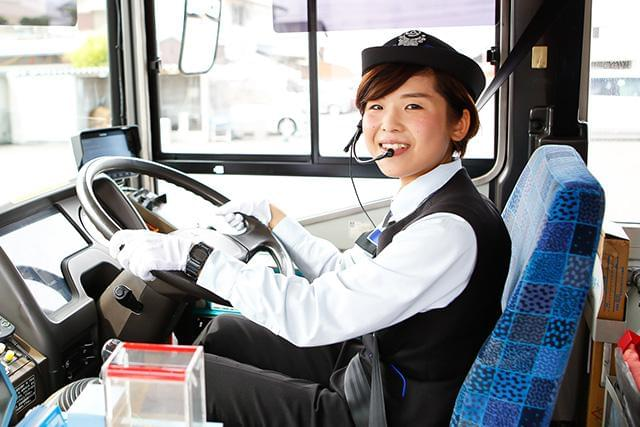 トラックやタクシーからの転職者も多数活躍中!高速バス・観光バスへのステップUPも可能!