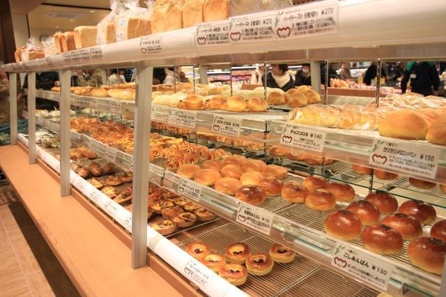 自然の小麦の甘味とモチモチ感の食パンはとっても人気!