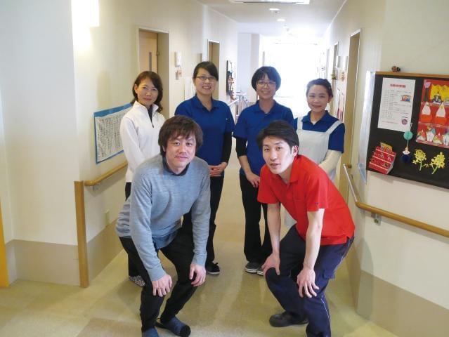 スタッフ同士の助け合いや連携を何より大切にしています!舞子台病院のグループだから、医療連携も万全!