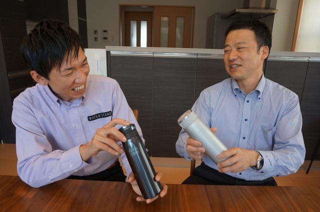 ショールームも兼ねたオフィスは広々&きれい◎ 入社後、会社から支給されるマイボトルは必需品です!