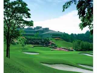 緑広がる素敵なゴルフ場をお客様に笑顔でご案内&サポートするお仕事です。