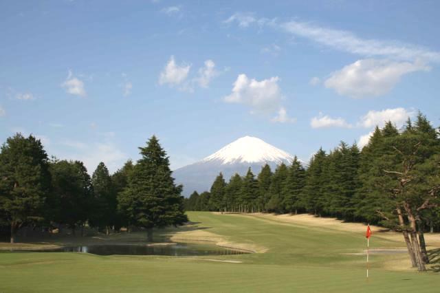 四季折々の雄大な富士山が眼前に広がるゴルフクラブです! 気持ちのいい環境で働いてみませんか♪