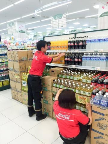子どもから大人まで、みんな大好き☆コカ・コーラ製品を扱うお仕事です♪