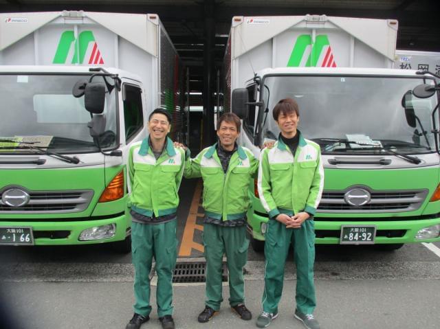 ◆男性スタッフ活躍中◆社員15名のうち、ドライバー11名の男性中心の職場です。
