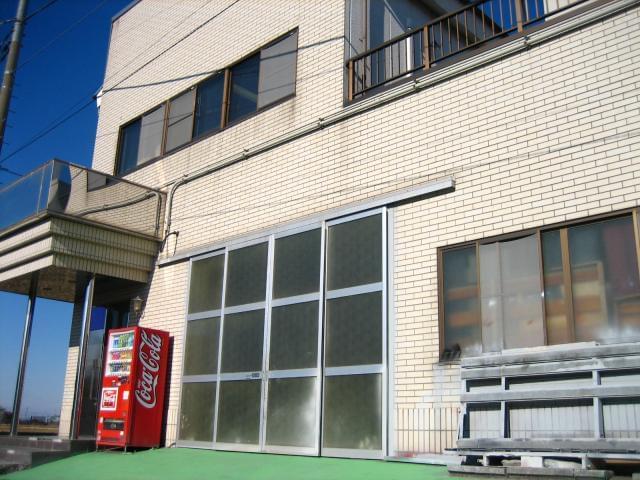 """当社""""BETRUST/ビートラスト""""は創業38年。店舗や飲食店のディスプレイ等で使用されている建築・装飾金物などを製造・販売・施工している会社です。"""