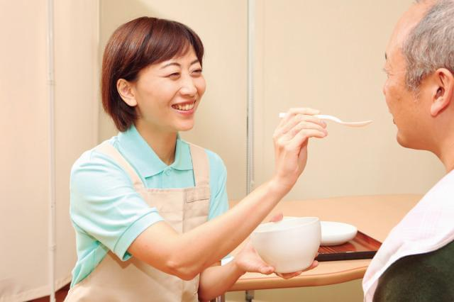 幅広い年代のスタッフが活躍中! たくさんの人が、あなたの笑顔と優しさ・思いやりを待っています。