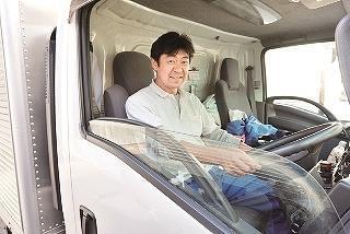 当社専用のユニフォームを着て、今日も安全運転!!「いってきます!!」