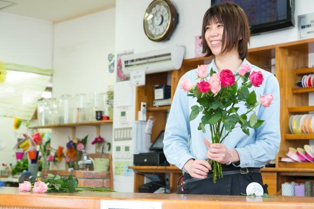 当社のコンセプトは…【しあわせの花贈り】 お客様を通して成長や人の繋がりを大事にし、『社員全員がしあわせになろう』というコンセプトのもと、日々働いています。
