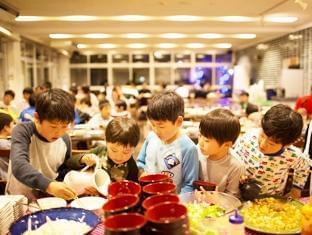 お子さま〜大学生のお客さまを担当していただきます。 多い時には1回で200人の方が訪れる大型合宿も!