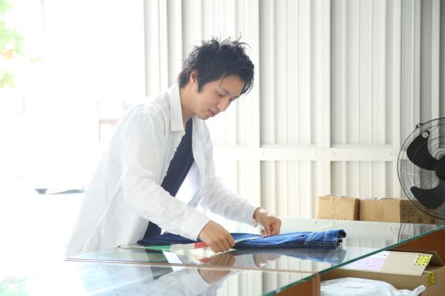 職場は活気のある雰囲気。抜群のチームワークで業務にあたっています。