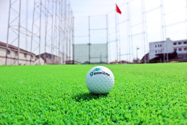 女性がイキイキ活躍中♪無料でゴルフの練習ができる特典もあり、スポーツ好きの方にもピッタリです。