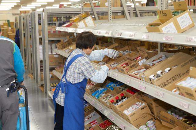 幅広い年齢の男女が在籍★ 職種・シフトが選べるので、自分らしく働けます。