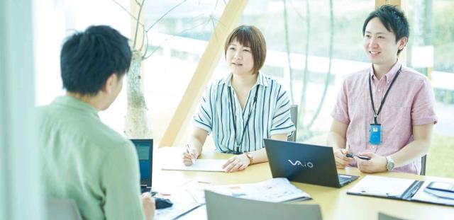 お客様とのコミュニケーションが大切な仕事です。笑顔あふれる明るい対応を心がけましょう!