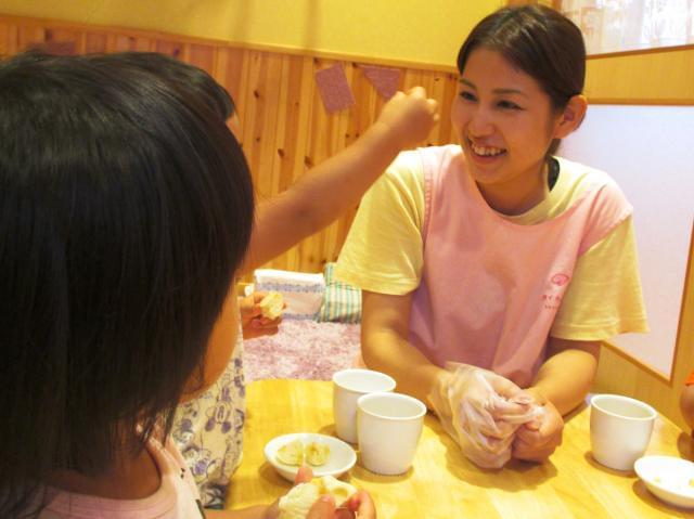 『子どもたちの「おいしい」笑顔を間近で見れるのが一番のヤリガイ!』そんな栄養士Aさんの1日のスケジュールです。