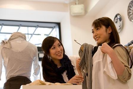 ◆40〜50代女性が活躍出来る環境♪ ◆接客経験者大歓迎♪