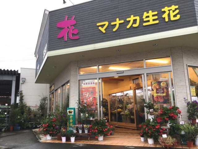 こちらは鴻巣店です。高崎線の線路沿いこの看板が目印です♪