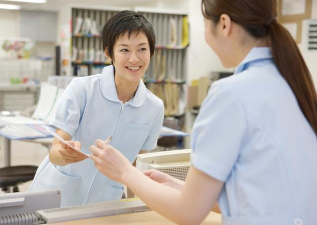 診察補助も少しずつ慣れていきましょう。未経験の方も安心のステップをご用意!スタッフ間のコミュニケーションも良好です。