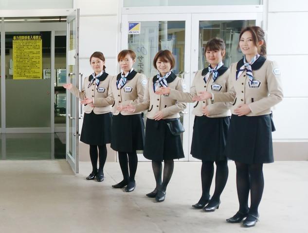 他会場のスタッフからもかわいい制服がひそかに人気♪お客様に笑顔と安心を一緒にお届けしましょう!