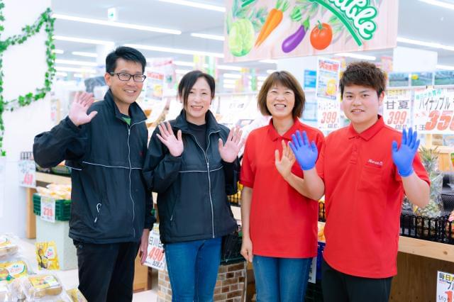 メディアで話題のスーパーの新鮮野菜売場を一緒に盛り上げましょう! ※撮影の為マスクを外しております