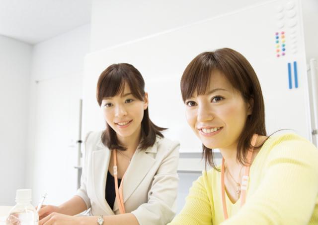 30代〜40代の女性が中心になって活躍中♪ 勤務地は「新宿駅」南口から徒歩3分の立地です。