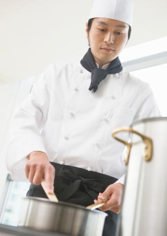 勤務地は大宮駅よりすぐのホテル。 20代〜50代のメンバーが活躍しています。