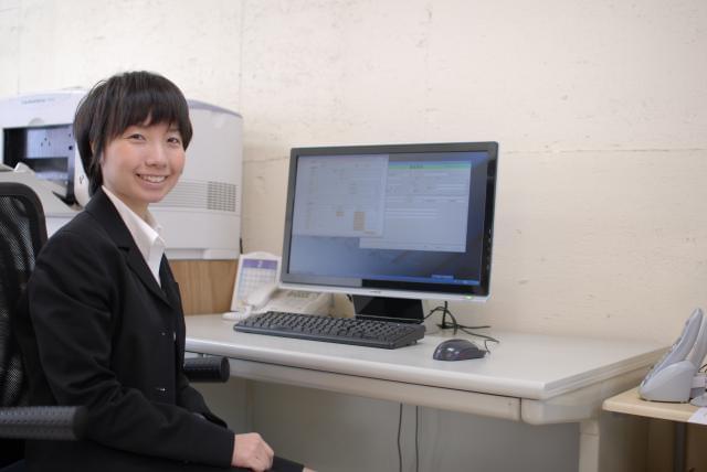 事務職スタッフは5名募集中☆ 職場は「平塚駅」西口から歩いておよそ2分です。