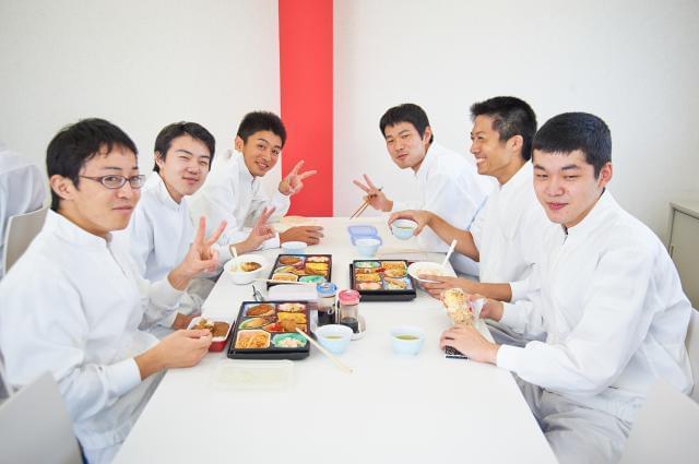 高田香料は、従業員数200人の大手メーカー。 食品香料・香味調味料の製造・販売をしている会社です。