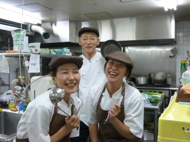 調理経験者や有資格者も大歓迎! 能力に応じて業務をお任せします。幅広い年代の男女スタッフが活躍中!