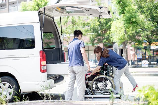 近鉄「伏見」駅から4分のアクセス便利な立地です♪仲間と協力し、利用者様の安心・快適な暮らしをサポートしましょう!