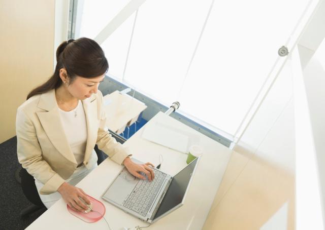 出社(打ち合わせ)は週1〜4日で平日のみ。 勤務開始日もご相談に応じます。