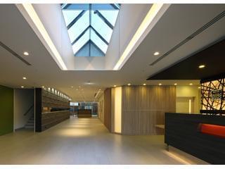 ご利用者とスタッフ、双方が輝くために作られた 実用性・デザイン性に富んだ施設です。