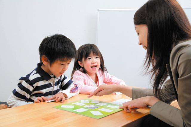 子どもたちの可能性を引き出すやりがいあるお仕事。「せんせい、できた!」の笑顔は格別です♪