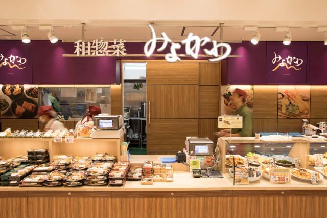 ≪四季彩菜みよ川≫では、天ぷらやおにぎり、お弁当など和食惣菜を専門に扱っています。