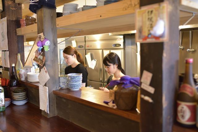 新橋で人気の、気軽に立ち寄れる立呑みスタイルの居酒屋です!
