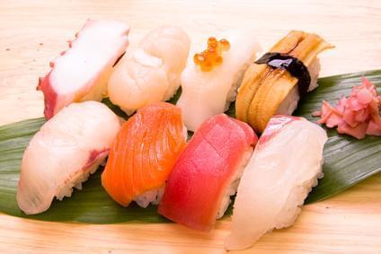 とにかく旨いと評判のネタは、北海道の魚介をその都度さばいて出しています!