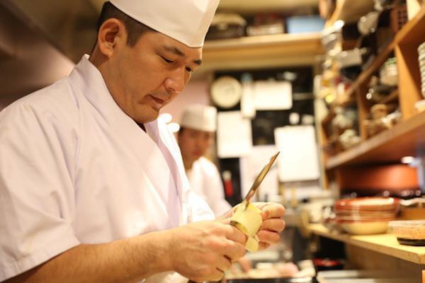 「美食を創る、技術を極める、伝統を守る」をコンセプトに、蕎麦をはじめ旬の逸品をお届け
