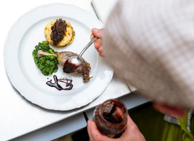 ハイクラスホテル内にある自慢のレストランで、調理スタッフとしてご活躍ください!
