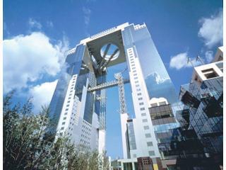 梅田スカイビル34階にあるオフィス。各線「梅田」駅・JR「大阪」駅から通勤便利で休憩室からの眺望も抜群です。