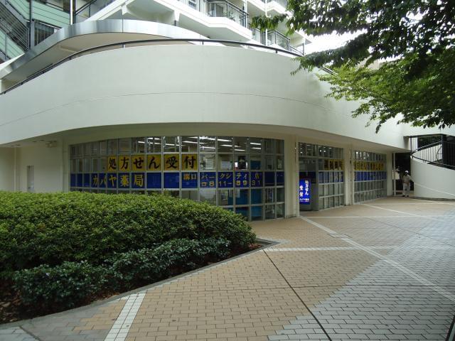 「高津駅」徒歩1分の高津警察前店他。シフトにより他店舗での勤務もあります。