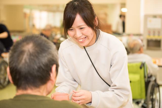 幅広い年代のスタッフが活躍中!60歳以上の方も多数活躍しています!