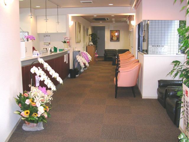 院内は、キレイで落ち着いた雰囲気の職場です。30~40代のスタッフ活躍中!
