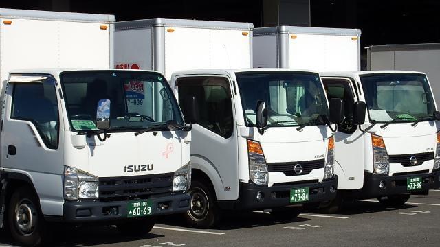 西奈良で約80台、田原本で約40台のトラックが待機しています。